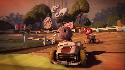 LBPK_screenshot_1_30.03 - Racing scene gardens sackboy